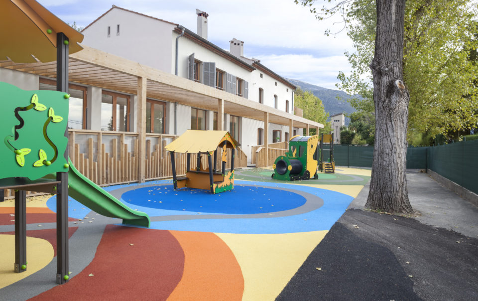 geste architectural extension volume creche