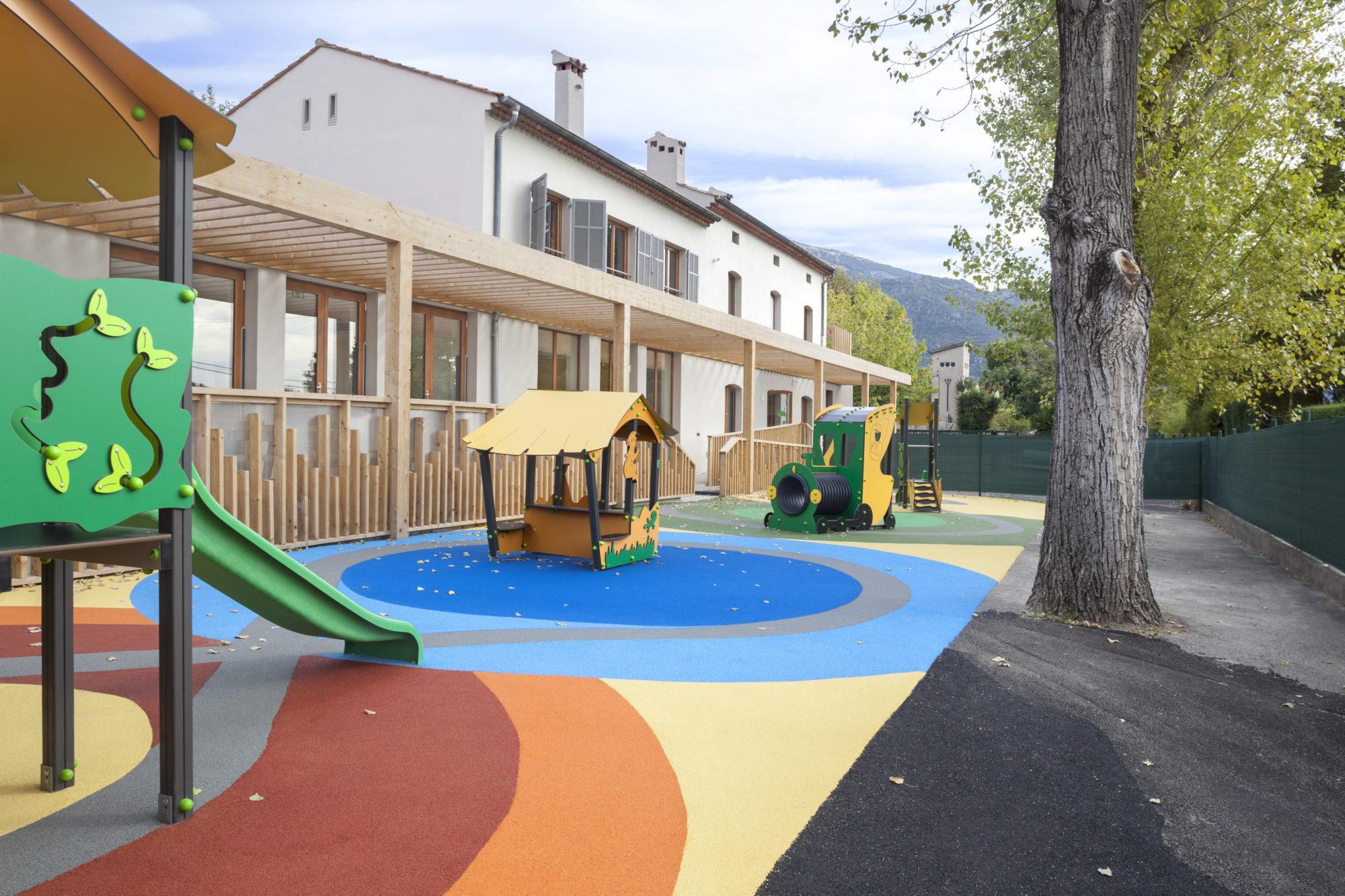 exterior playground nursery, creche parc, decoration extérieur creche