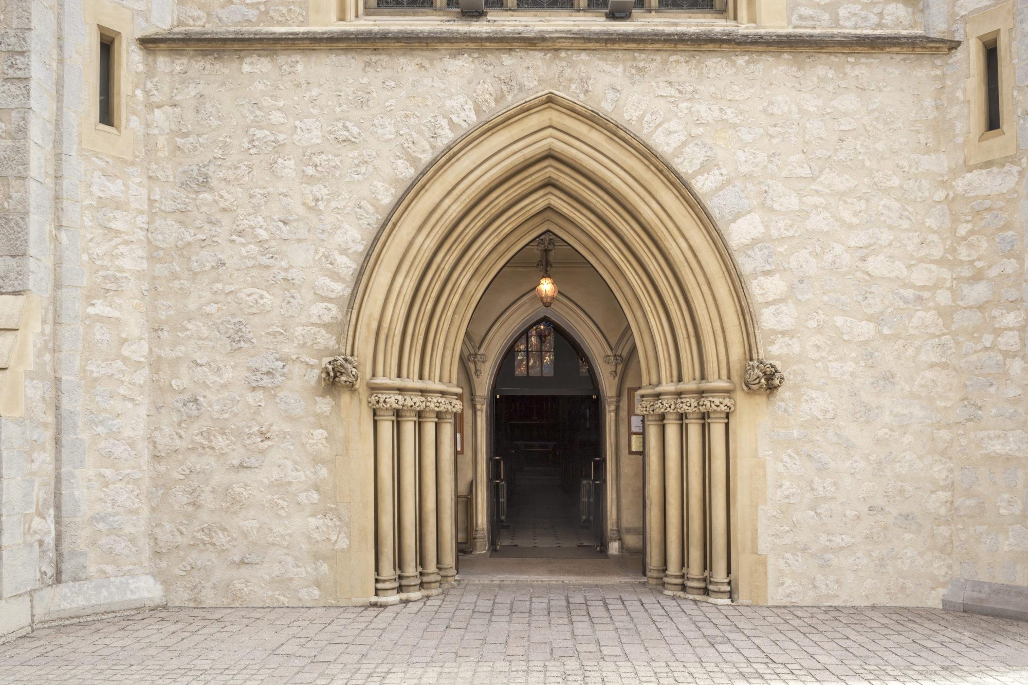 porte eglise anglicane ,porte ouverte, eglise anglicane