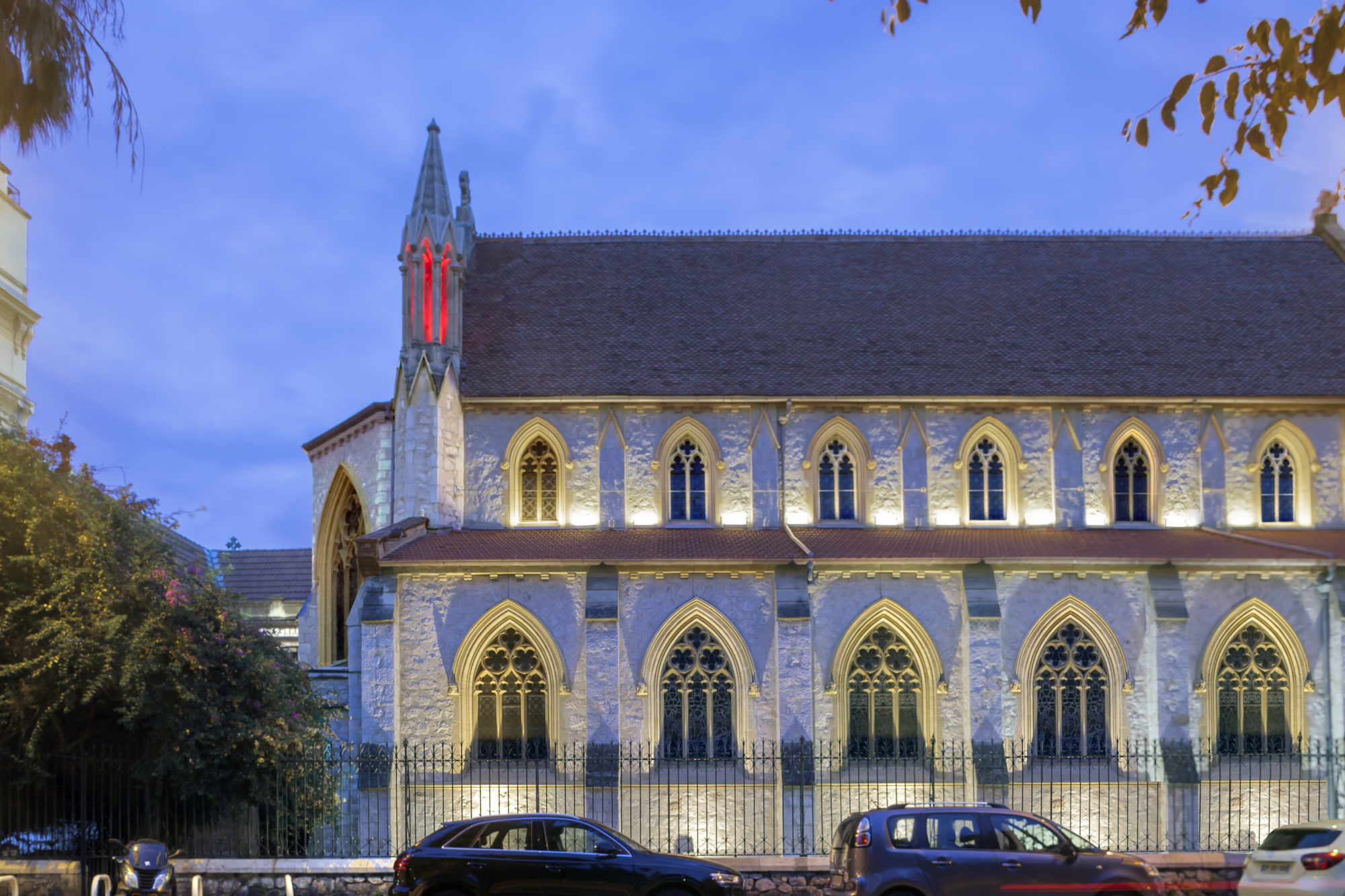 facade eglise nuit, facade eglise anglicane illuminee nuit nice